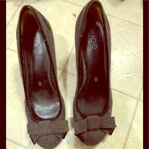Canvas bow tie heeled dress shoes